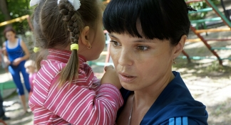 Ukrainians flee violence in southeast of the country
