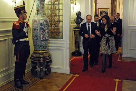 Vladímir Putin visita por primera vez Buenos Aires, donde ha firmado varios importantes acuerdos estratégicos. Fuente: AFP / East News