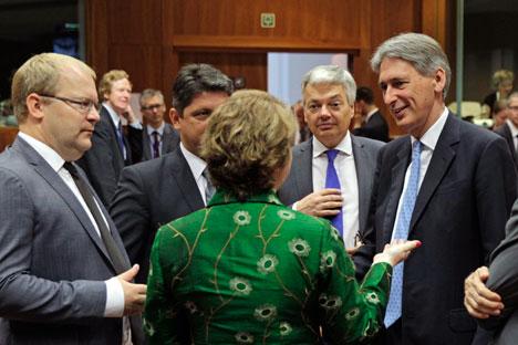 Sanções impostas pela União Europeia não se aplicam aos bancos suíços, e os bancos deste país podem continuar a financiar as instituições de crédito russas Foto: AP