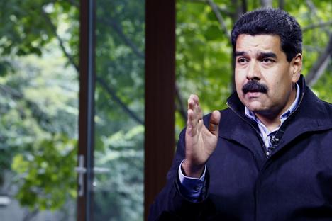 Nicolás Maduro explicó que conversó con el presidente Vladimir Putin y que enviará comisiones de trabajo para fortalecer el equipamiento militar venezolano. Fuente: Getty Images / Fotobank