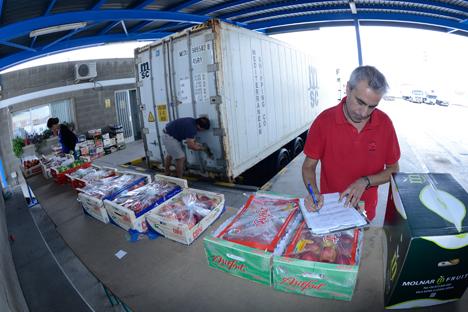 Desde la entrada en vigor a principios de agosto, el sector de la fruta del país se ha visto especialmente afectado. Fuente: Santi Iglesias