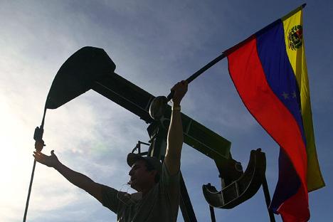 A queda de exportação de petróleo venezuelano foi descoberta pouco depois da chegada de Hugo Chávez ao poder Foto: AP