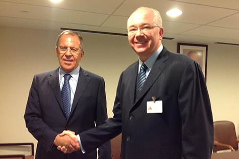 El canciller ruso Serguéi Lavrov (izquierda) junto a su homólogo venezolano, Rafael Ramírez (derecha). Fuente: Ministerio del Poder Popular para las Relaciones Exteriores de Venezuela