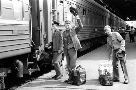La salida de las tropas fue pacífica, pero no por ello menos dolorosa para los soldados. Fuente: DPA/Vostock Photo.