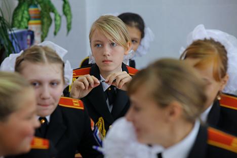 Escuelas rusas comienzan a educar a señoritas como hacían los nobles hace varios siglos. Fuente: Iliyá Pitalev / RIA Novosti