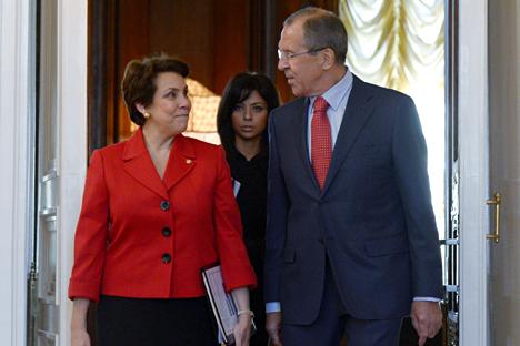 El ministro Serguéi Lavrov con su homóloga hondureña Mireya Agüero. Fuente: RIA Novosti.