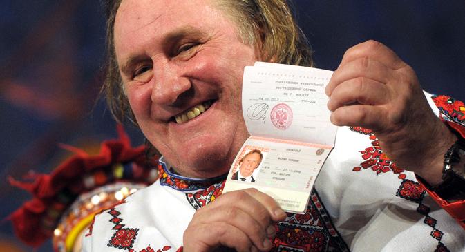 Gerard Depardieu tras recibir el pasaporte ruso en 2013. Fuente: ITAR-TASS