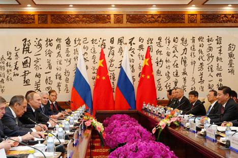Se reunieron en los márgenes de la cumbre de APEC. Moscú planea promover sus intereses en Asia. Fuente: Getty Images / Fotobank
