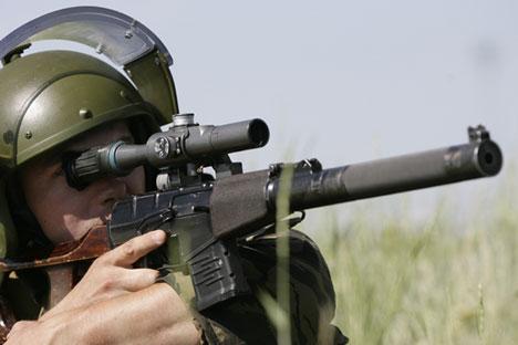 El fusil de francotirador silencioso VSS se considera el más eficiente para las operaciones especiales. Fuente: Ria Novosti / Serguéi Venyavsky