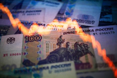 O Banco Central explicou que a queda do rublo ocorreu devido a dois fatores básicos: redução dos preços do petróleo e acesso limitado aos mercados de capitais externos Foto: Reuters