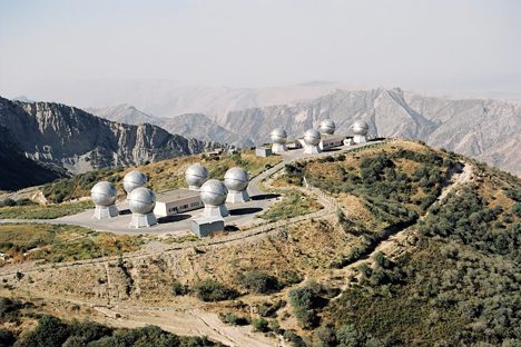 """El sistema optoelectrónico de reconocimiento de objetos espaciales Oknó (""""ventana"""") situado en las montañas de Tayikistán. Fuente: TASS / Oleg Davídov"""