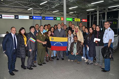 Grupo de estudiantes venezolanos que cursarán maestrías y doctorados en Rusia. Fuente: Embajada de Venezuela en la Federación de Rusia