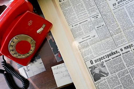"Ejemplar del periódico ""Pravda"" del 9 de noviembre de 1989. Se muestra la nota del corresponsal de ""Pravda"" en Berlín Mai Podklyuchnikovoi.Fuente: Mark Boiarski"