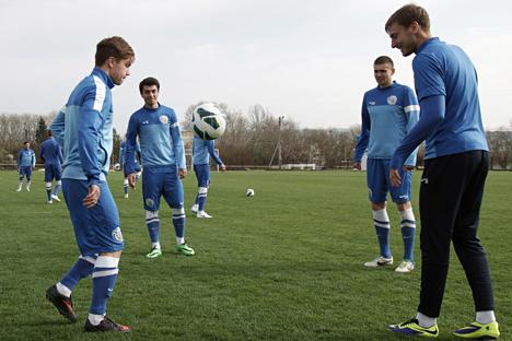 Jugadores del FC Sebastopol durante una sesión de entrenamiento. Fuente: AFP / East News