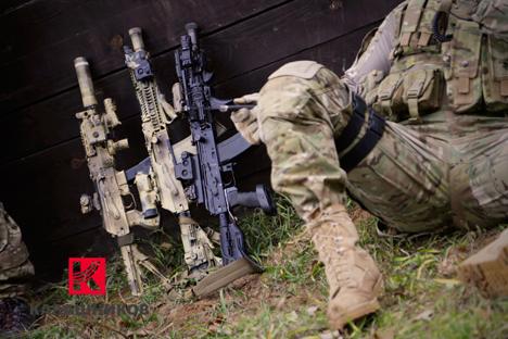 Novo modelo da metralhadora Kalashnikov AK-12 é considerado o projeto mais promissor de todos a serem desenvolvidos pelo consórcio Foto: Rostekh