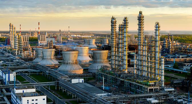 La fábrica de Nizhnekamsk, una de las mayores plantas petroquímicas de Europa, se dedica a la producción de plástico y goma sintética. Fuente: Slava Stepánov / GELIO