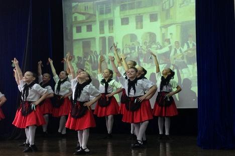 Grupo de niñas durante la presentación. Fuente: Elena Nóvikova.