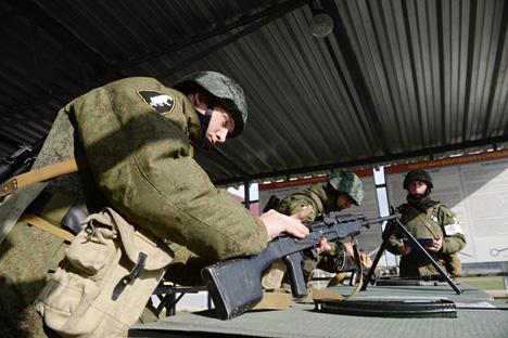 El Consejo de Derechos Humanos de Rusia investiga declaraciones de soldados rusos que afirman que iban a ser enviados a Donbass. Fuente: Kirill Kalínnikov / Ria Novosti
