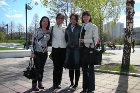 Con varias compañeras de la universidad: Albania, China y Nalchik. Verano del 2008. Fuente: archivo personal