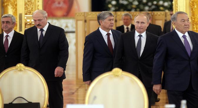 Presidentes de Armenia, Bielorrusia, Kirguistán, Rusia y Kazajstán en la cumbre de la Unión Euroasiática, Moscú, 2014. Fuente: AP