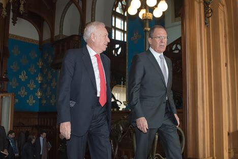 Serguéi Lavrov y José Manuel García-Margallo comparecen ante la prensa tras reunirse. Fuente: Embajada de España en Moscú