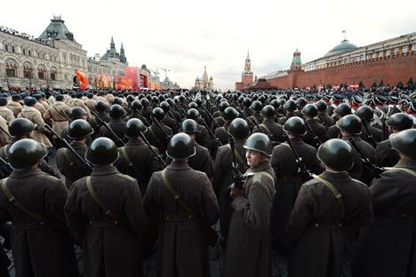 ¿Cuáles son las diferencias entre los desfiles militares rusos y los occidentales?