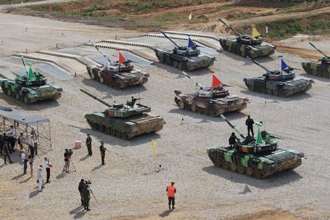 En agosto se celebró en Alabino, a 50 km de Moscú, el biatlón de tanques internacional. Fuente: Serguéi Mijéiev/Rossiyskaya Gazeta.