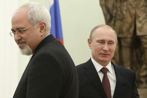 El presidente ruso Vladímir Putin junto con el ministro de Asuntos Exteriores iraní Mohammad Javad Zarif, durante un encuentro en Moscú. Fuente: Reuters