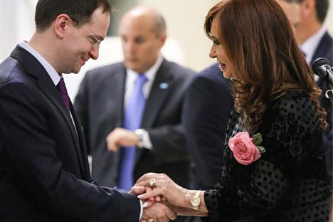 Vladímir Medinski y Cristina Fernández de Kirchner. Fuente: Viacheslav Prokofiev/TASS