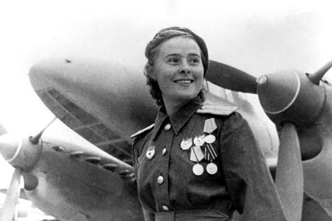 """María Dólina  comandante de escuadrón del 125 regimiento femenino de aviación """"Heroína de la unión Soviética"""". Fuente: wikipedia"""