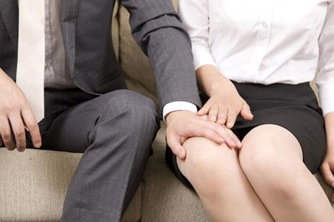 Tanto en el ámbito laboral como en el social se dan comportamientos discriminatorios para la mujer. Fuente: shutterstock