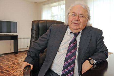 El polémico empresario Viktor Petrik asegura que su invención basada en puntos cuánticos soluciona el problema de la seguridad. Fuente: Yuri Belinski / TASS