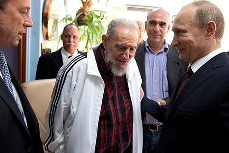 Vladímir Putin junto a Fidel Castro durante la visita que realizó el presidente ruso en julio del 2014 a La Habana. Fuente: kremlin.ru