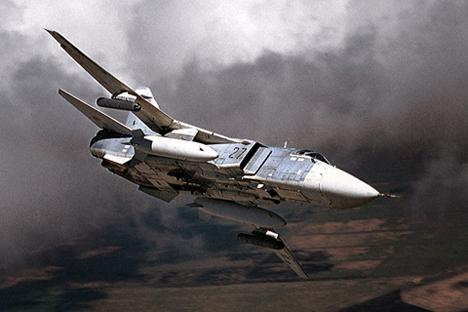 Esta semana el avión de ataque ruso ha expulsado al destructor estadounidense USS Ross. Fuente: sukhoi.org