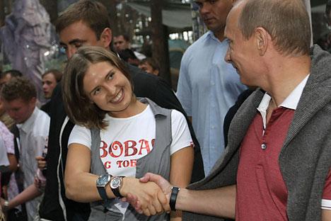 "Vladímir Putin durante su visita al foro juvenil ""Seliguer-2009"". Fuente: Alekséi Nikolski / Ria Novosti"