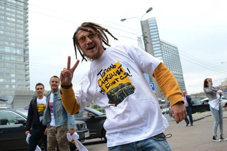 """En la prende dice: """"El Tópol no teme a las sanciones"""". Se trata de un sistema de misiles intercontinental. Fuente: Ekaterina Chesnokova / Ria Novosti"""