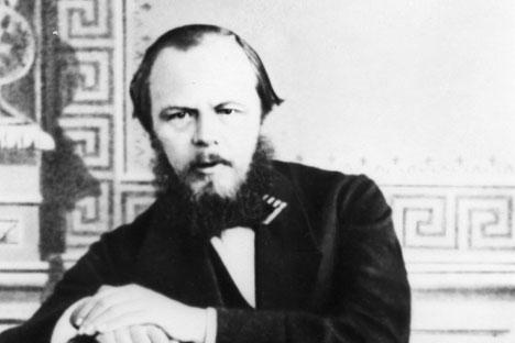 Fiódor Dostoievski en una foto de juventud.