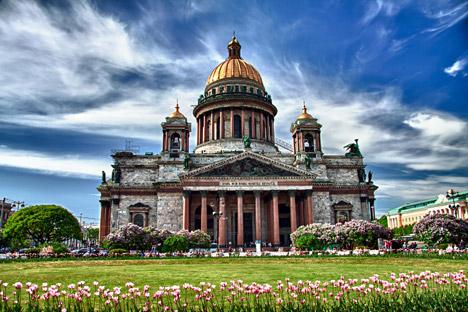 Santo Isaac é visitada por 3,5 milhões de turistas ao ano