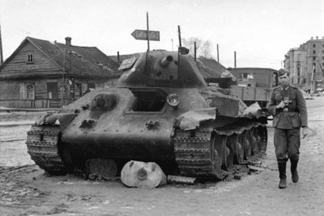 """Това е онази, същата """"тридесетчетворка""""…Паметник на подвига на съветските танкисти в окупирания Минск."""