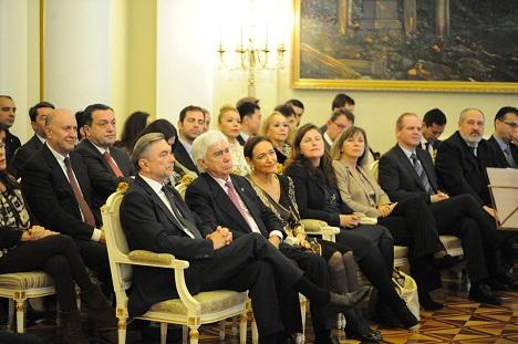 Momento de la recepción oficial en la embajada de Rusia en España. El embajador Yuri Korchagin aparece en primer plano.