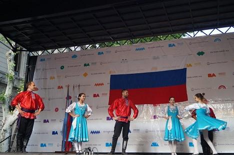 En el festival hubo danzas folclóricas.