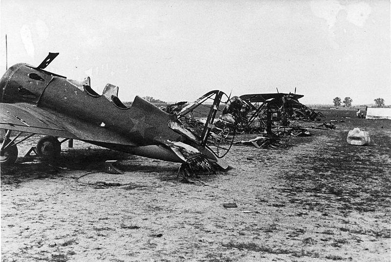 Las tropas nazis destruyeron gran parte de los aviones.