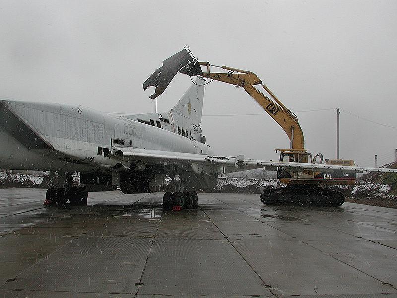 Desguace de un Tu-22 ucraniano. Fuente: Wikipedia.