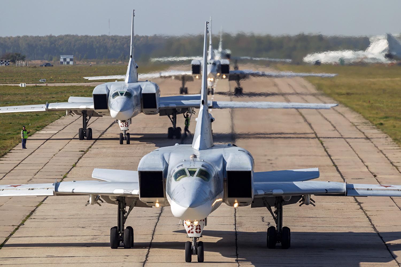 Setelah berhasil menyelesaikan misi tempur mereka di Suriah, pesawat-pesawat pengebom strategis Tu-22M3 segera kembali ke Rusia.
