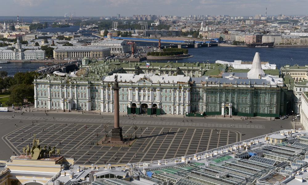 La facciata del museo Ermitage di San Pietroburgo.