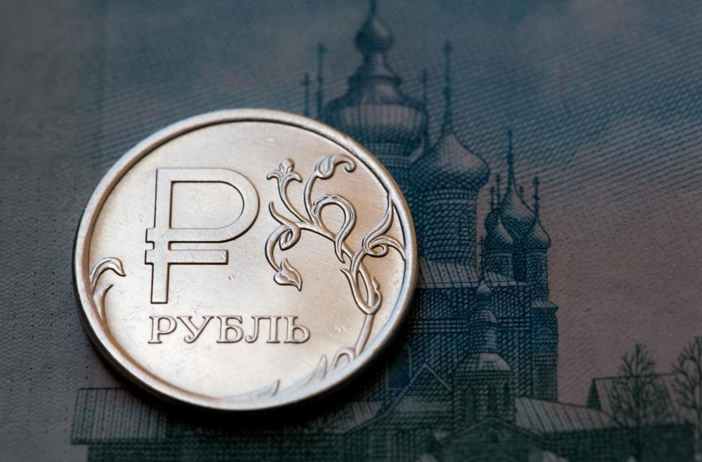 La moneda rusa recupera más de un 10% frente al dólar este año.
