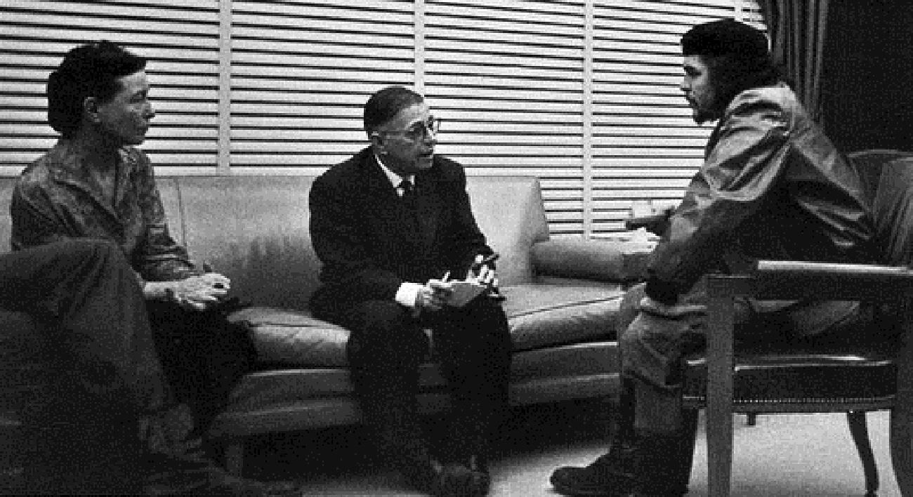 Ernesto Che Guevara reunido con Simone de Beauvoir y Jean Paul Sartre, en Cuba. 1960. Fuente: Wikipedia Commons