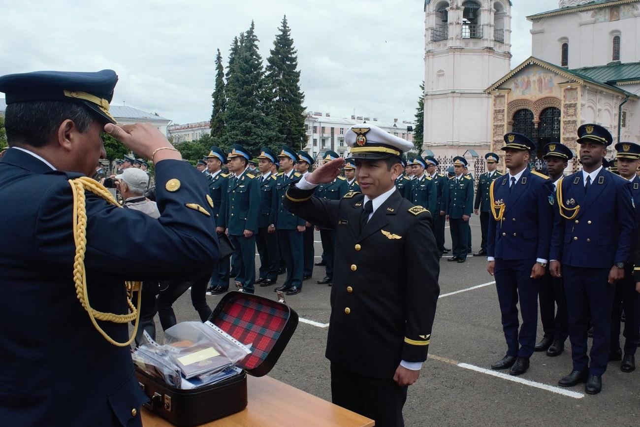 Gracias al Convenio de Admisión firmado entre Perú y Rusia en 2011, más de setenta cadetes peruanos están cursando la carrera militar en Rusia.