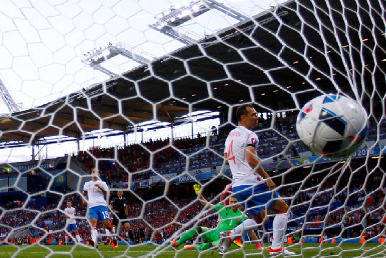 La Federación de Fútbol de Chile puso como condición a la Unión de Fútbol de Rusia que le pagara el viaje en avión, el hotel y las comidas.