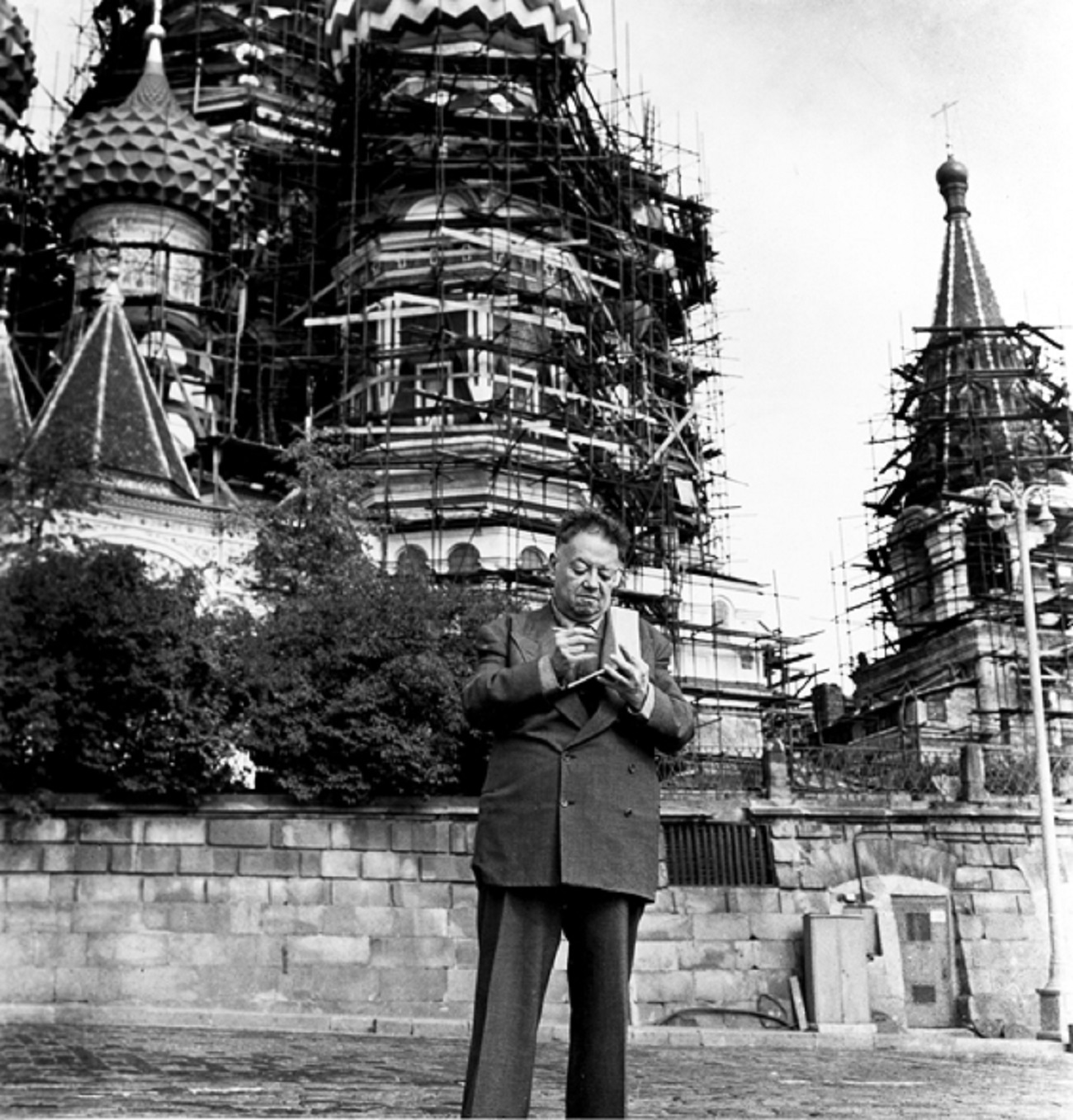 Diego Rivera en la Plaza Roja de Moscú, en 1955. / AP